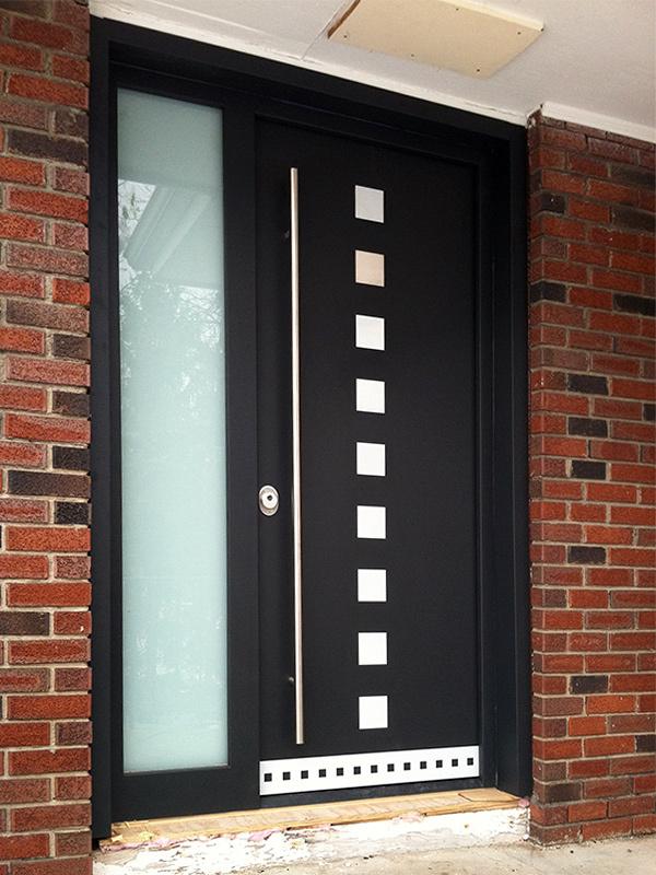 Gallery of modern exterior doors by Milano Doors. Milano-10 Sidelight
