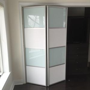 Bfd 09 White Obscure Glass Single Bi Fold Door For Sale